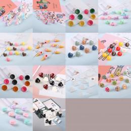Set von 27 süßen Reißnägeln in Schachteln (Modell: Herzen, rot, weiß und schwarz)  - 3